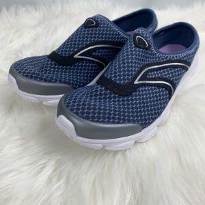 Women's easy spirit slip on sneaker sz 7 navy